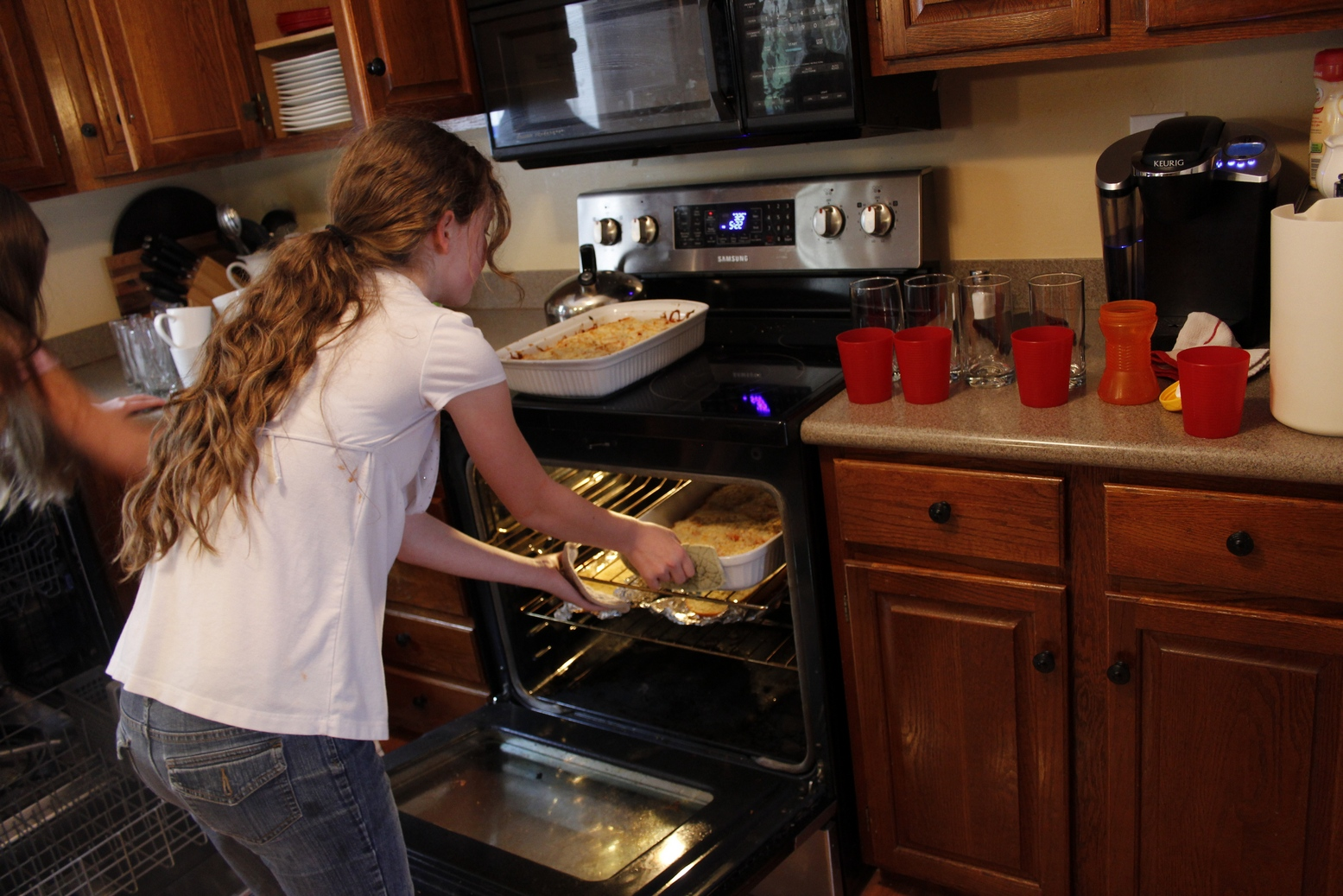 essay about cooking at home My persuasive essay is about the three reasons why people should cook they asked us to do it because we read some more cool persuasive articles about buying a pet, washing your hands and much more.